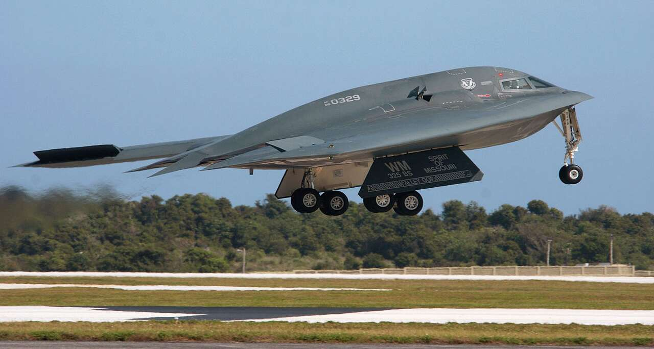 Why The B-2 Stealth Bomber Was Used To Strike ISIS Camps ...