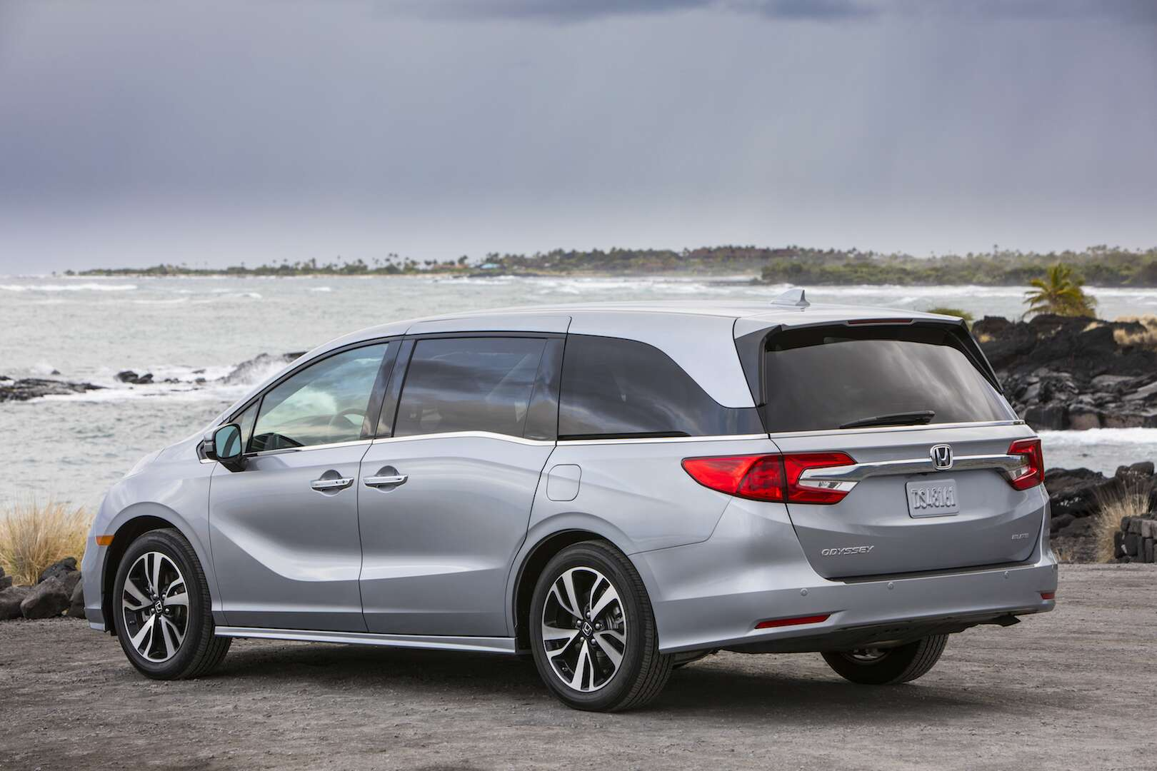 2018 honda odyssey is all about a happy family the drive for Honda odyssey minivan