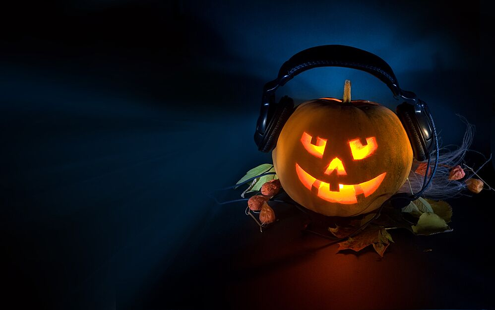 halloween party music is usually boring ultra generic pop crap so here is a playlist of halloween style music that is generally on the creepycool side - Pop Songs For Halloween