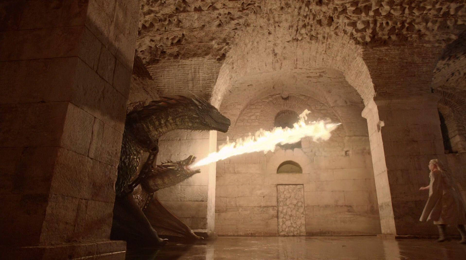Rhaegal  Viserion 5x01 - چگونه میتوان یک اژدها را کشت؟ اژدهاکشی در بازی تاج و تخت و افسانه ها
