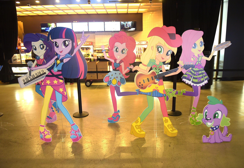 Equestria Girl Fashion Book