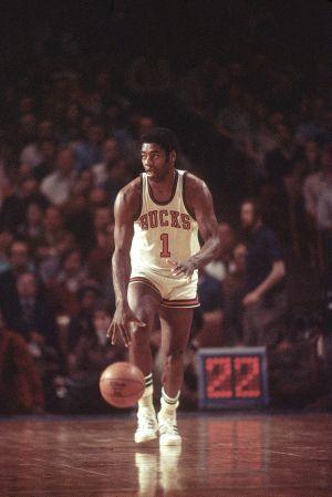 newest 543d2 15f34 Milwaukee Bucks Guide: Franchise History, Social Media