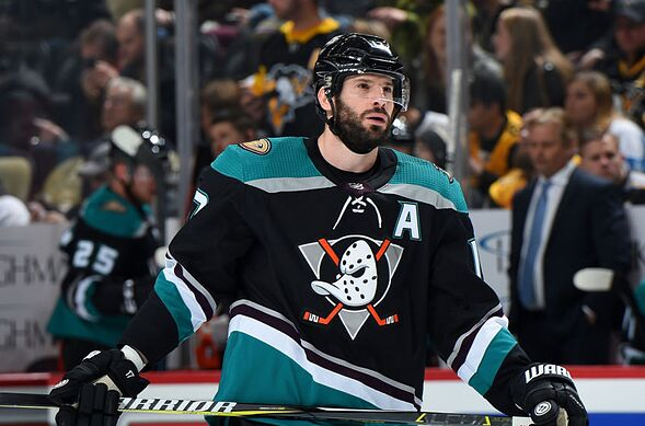 84b970a6d90 PITTSBURGH, PA – DECEMBER 17: Ryan Kesler #17 of the Anaheim Ducks skates  against the Pittsburgh Penguins at PPG Paints Arena on December 17, 2018,  ...