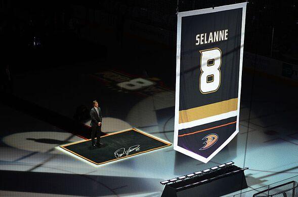 newest 0f5e5 79e1d Anaheim Ducks 25th Anniversary: Best Players to Wear #'s 10-6