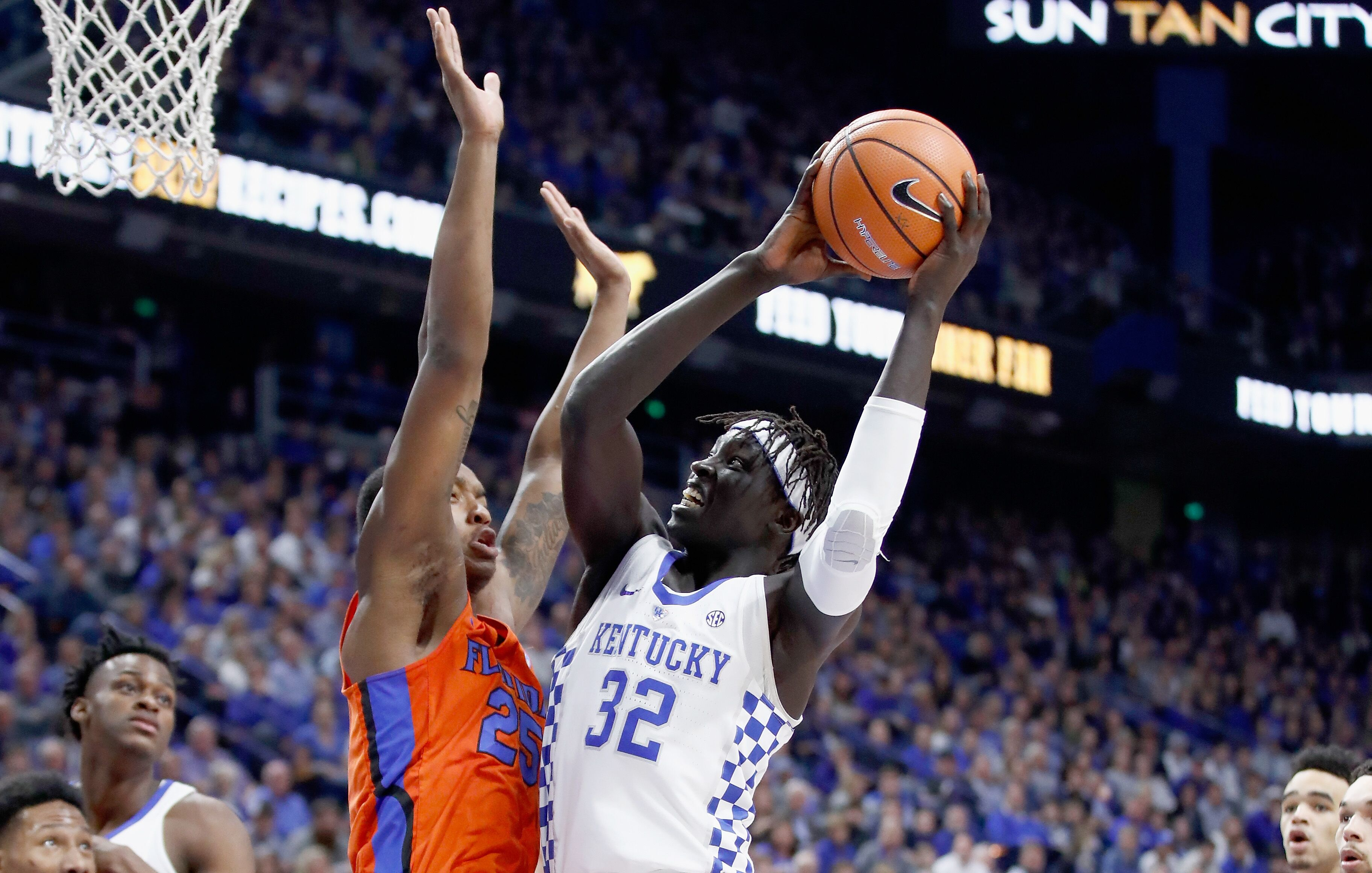 The Kentucky Basketball Team Committed Turnovers Against The Gators The Wildcats Dropped Their Second Consecutive Game With A Loss Versus Florida