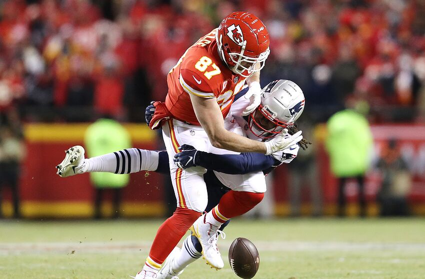 KANSAS CITY, MISSOURI - JANUARY 20: Travis Kelce #87 of the Kansas City Chiefs has a pass broken up by Stephon Gilmore #24 of the New England Patriots in the fourth quarter during the AFC Championship Game at Arrowhead Stadium on January 20, 2019 in Kansas City, Missouri. (Photo by Patrick Smith/Getty Images)