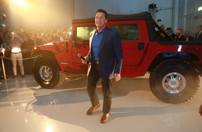 World S First All Electric Hummer H1 Revealed By Arnold Schwarzenegger