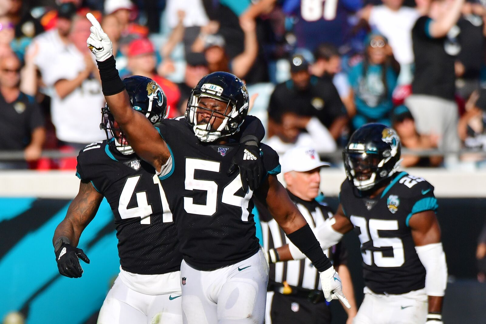 Jaguars to start LB Donald Payne in the middle again on Sunday
