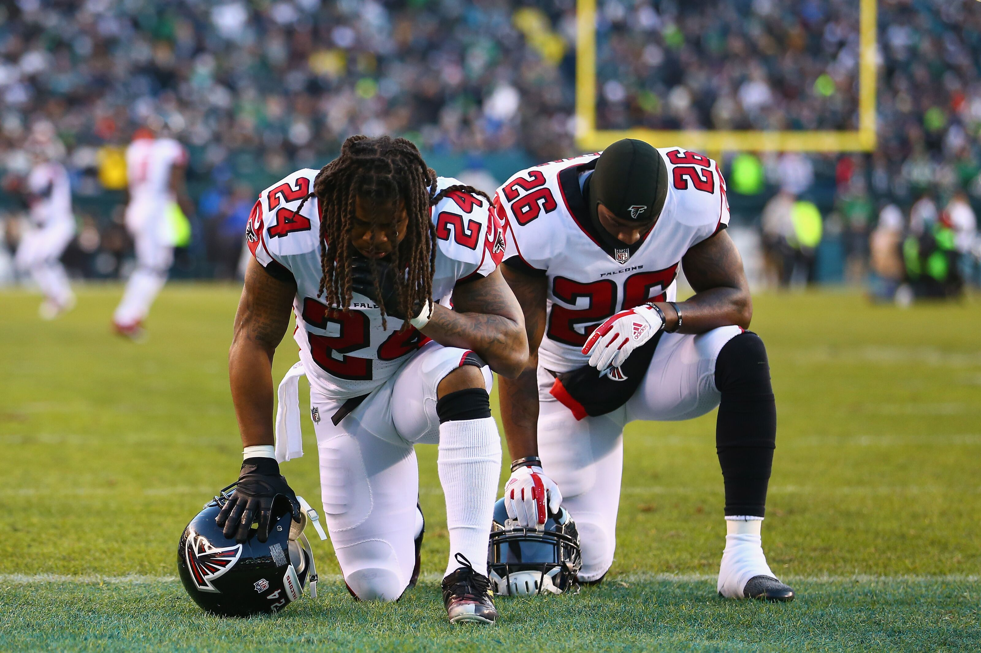 PHILADELPHIA, PA - JANUARY 13: Running back Devonta Freeman #24 and running back Tevin Coleman #26 of the Atlanta Falcons take a knee in the endzone before playing against the Philadelphia Eagles in the NFC Divisional Playoff game at Lincoln Financial Field on January 13, 2018 in Philadelphia, Pennsylvania. (Photo by Mitchell Leff/Getty Images)