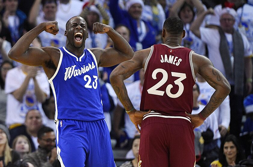 49812be76589b Draymond Green Outshines LeBron In Christmas Victory