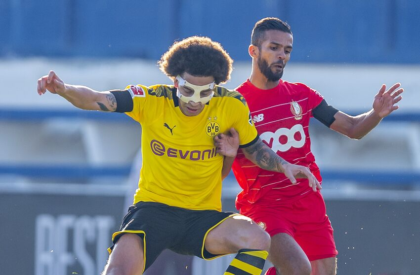 07 January 2020, Spain, Marbella/Provinz Malaga: Football: Test matches, Borussia Dortmund - Standard Liege at the Estadio Marbella. Dortmund's Axel Witsel (l) and Liège's Mehdi Carcela-Gonzalez fight for the ball. Photo: David Inderlied/dpa (Photo by David Inderlied/picture alliance via Getty Images)