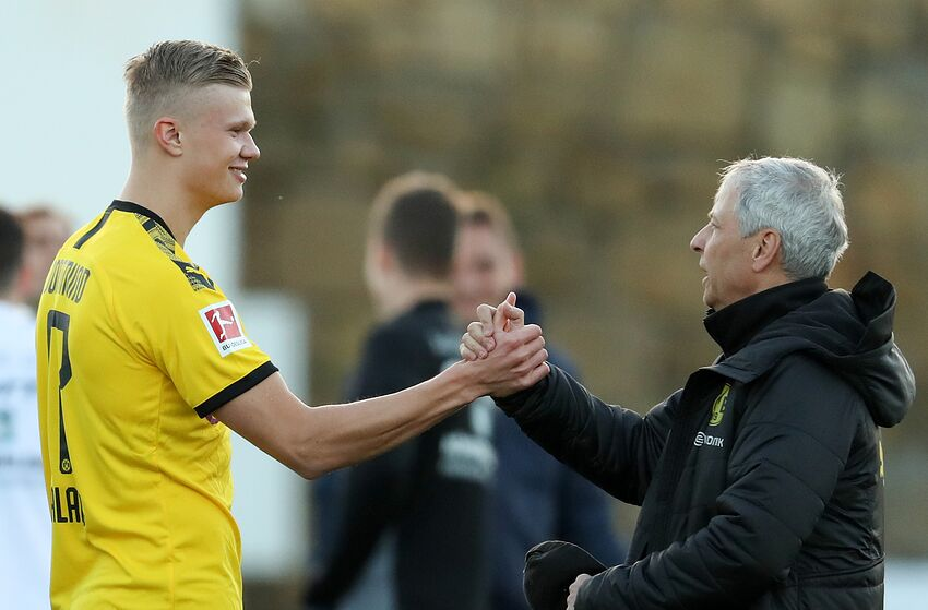 11 January 2020, Spain, Marbella: Football: Bundesliga, test matches in the training camp at the Marbella Football Center Stadium, Borussia Dortmund - FSV Mainz 05, Dortmund winter newcomer Erling Haaland (l) shakes hands with coach Lucien Favre (r). The 19-year-old Norwegian will play against FSV Mainz 05 for BVB for the first time. Photo: Friso Gentsch/dpa - IMPORTANT NOTE: In accordance with the regulations of the DFL Deutsche Fußball Liga and the DFB Deutscher Fußball-Bund, it is prohibited to exploit or have exploited in the stadium and/or from the game taken photographs in the form of sequence images and/or video-like photo series. (Photo by Friso Gentsch/picture alliance via Getty Images)