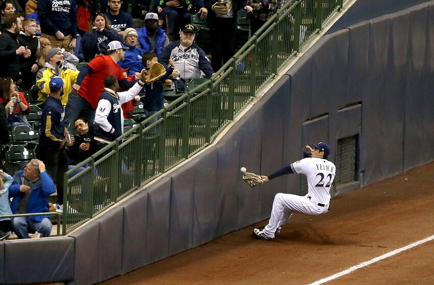 e01795940 Christian Yelich out with an injury for the Milwaukee Brewers