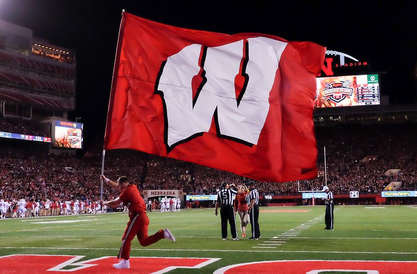 wisconsin football badgers can begin statement against new mexico