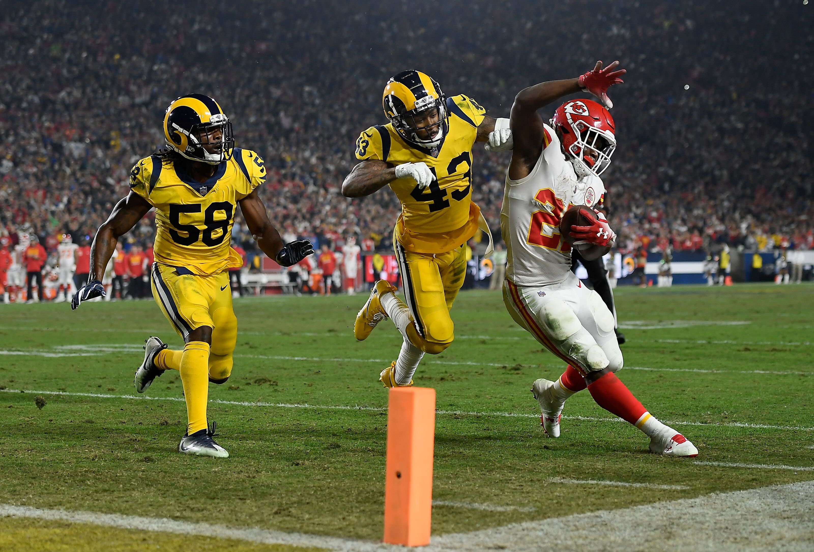 Cleveland Browns News: What can Kareem Hunt do during suspension?