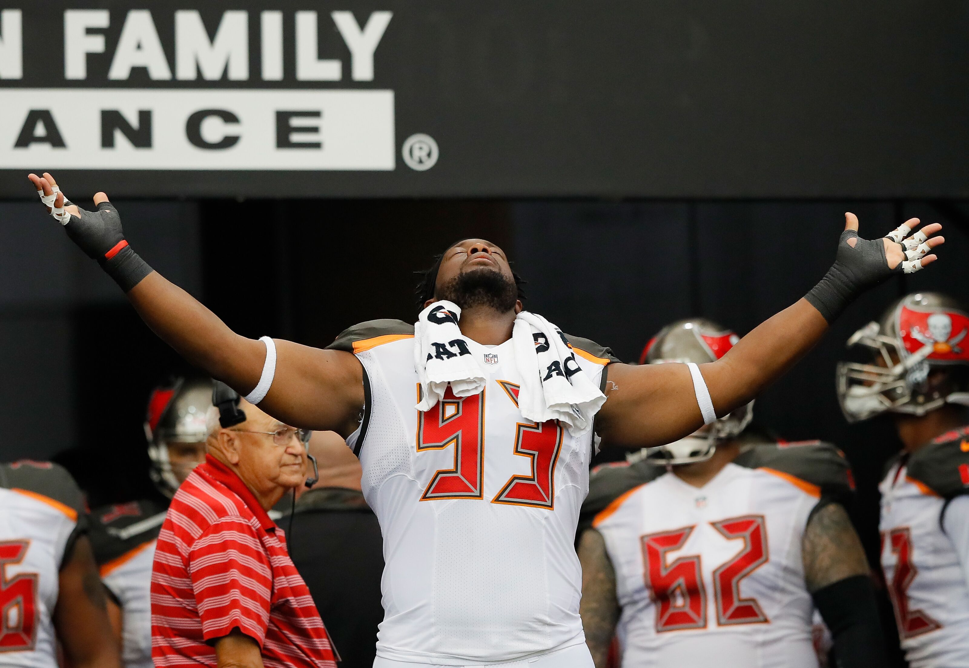 Free agent defensive tackle Gerald McCoy to visit Cleveland Browns on Friday