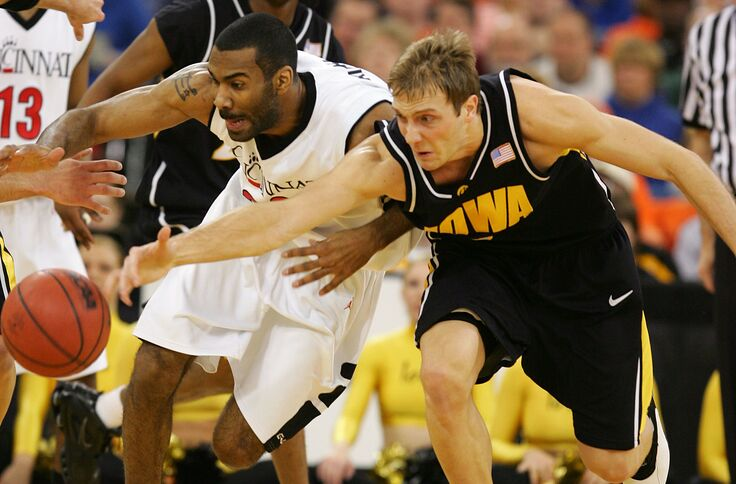 premium selection 16ada 57a11 Iowa basketball: Hawks haven't beaten Bearcats since 1980
