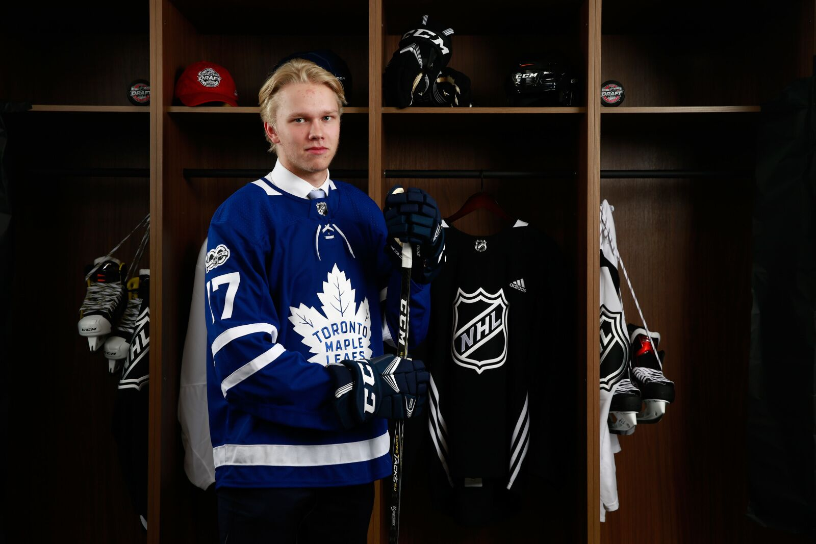 CHICAGO, IL - JUNE 24: Eemeli Rasanen, 59th overall pick of the Toronto Maple Leafs, poses for a portrait during the 2017 NHL Draft at United Center on June 24, 2017 in Chicago, Illinois. (Photo by Jeff Vinnick/NHLI via Getty Images)