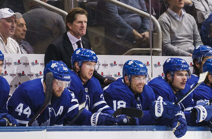 TORONTO, ON - OCTOBER 10: Mike Babcock head coach of the Toronto Maple Leafs watches on against the Tampa Bay Lightning during the second period at the Scotiabank Arena on October 10, 2019 in Toronto, Ontario, Canada. (Photo by Mark Blinch/NHLI via Getty Images)