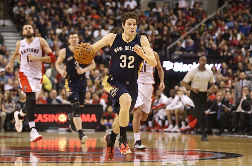 best sneakers 26203 46a6a New York Knicks Officially Sign Jimmer Fredette To Contract