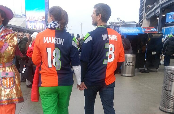 brand new db960 37dd4 Super Bowl 48: Couple wears split Peyton Manning, Russell ...