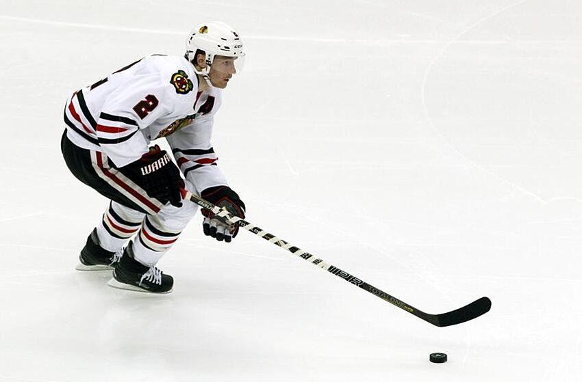 5f1d57b4580 NHL Playoffs 2014  Duncan Keith nearly scores from the blue line (GIF)