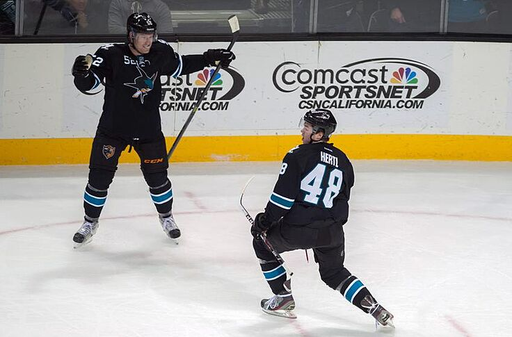 the latest e9c04 33146 Tomas Hertl Practices Without No-Contact Jersey