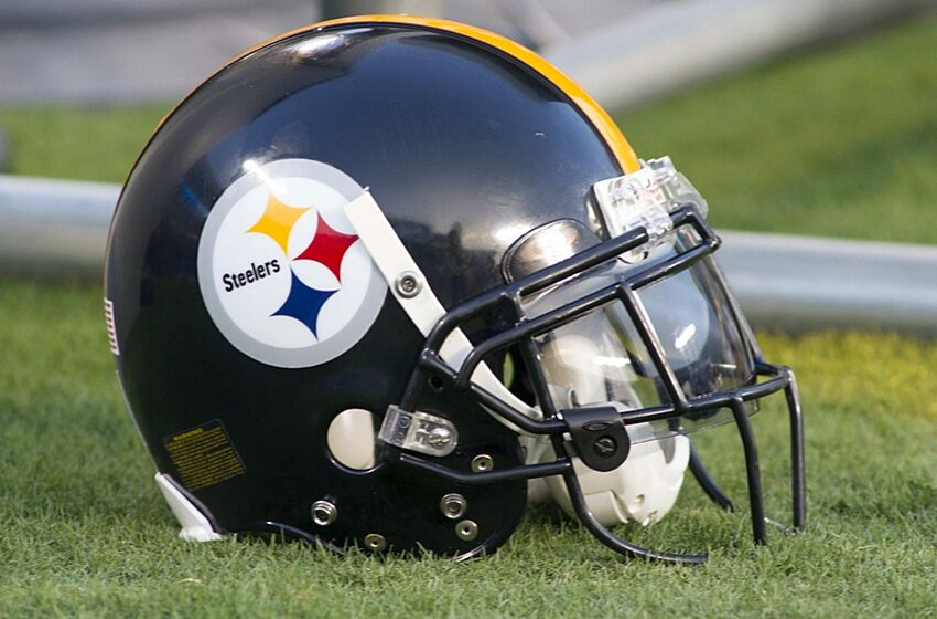 d4565ce4 Pittsburgh Steelers wear Twitter handle on helmet visors (Photo)