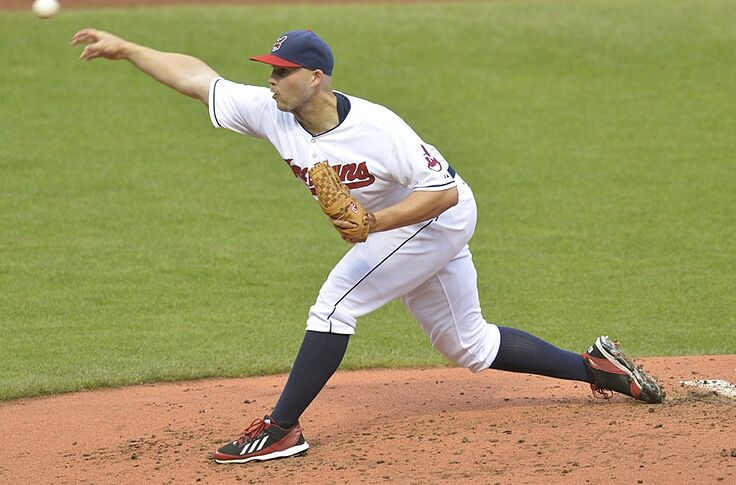 newest collection fc0b8 b8627 Cleveland Indians wear high socks in honor of Justin Masterson