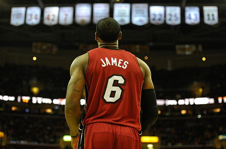 official photos 3e996 fddfc Miami Heat fans burn LeBron James jerseys (Video)