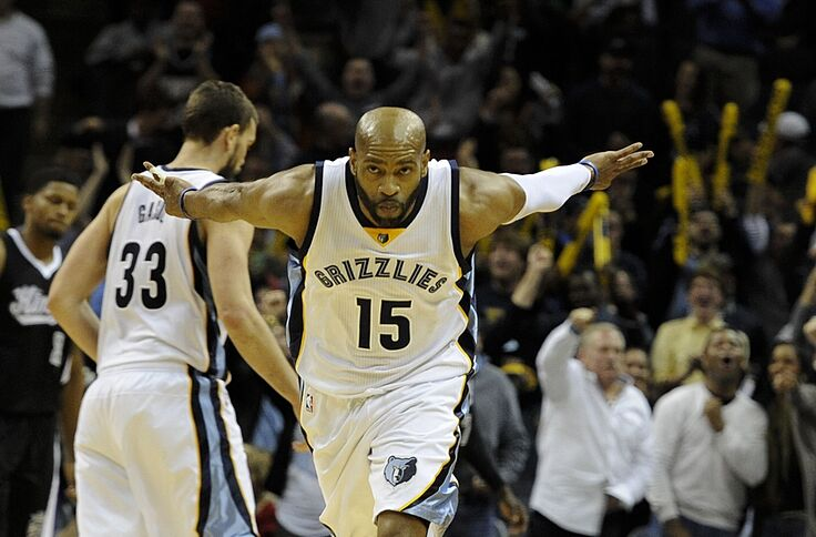 brand new 0d34d 1ac91 Vince Carter Throws Down A Vicious Poster (Video)
