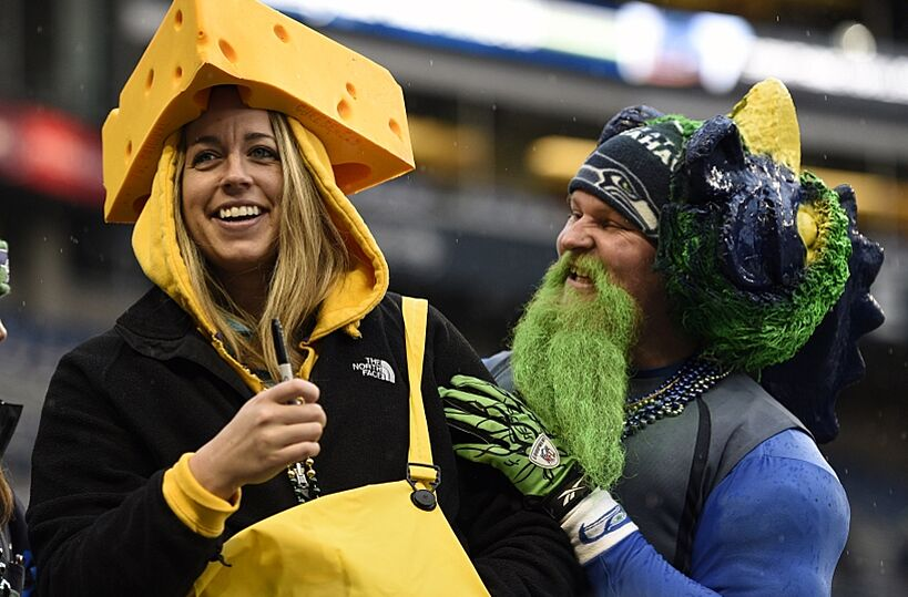 78417b4bf Packers fan celebrates Seahawks touchdown (Video)