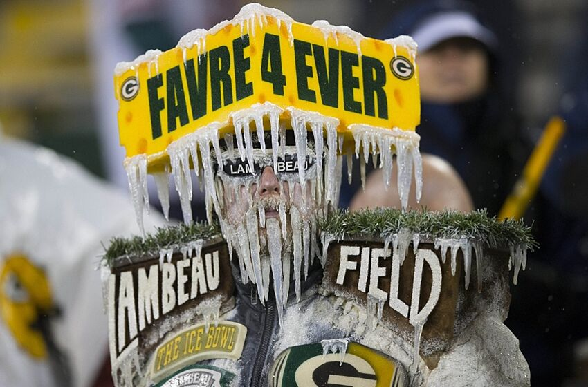 b0a932a0a18 Brett Favre has jersey retired by Packers on Thanksgiving (Video)
