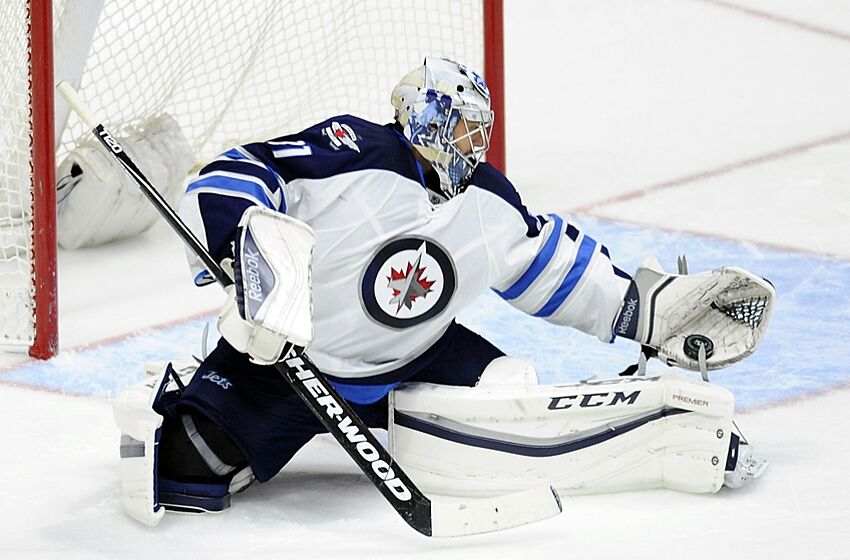 Ondrej Pavelec Will Miss At Least A Month With Knee Sprain