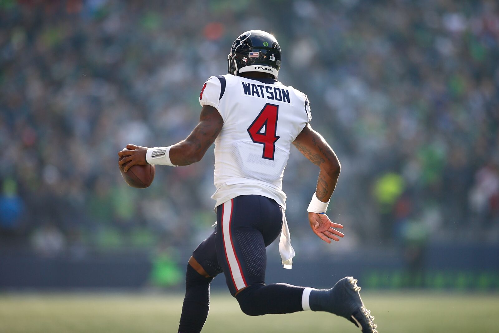SEATTLE, WA - OCTOBER 29: DeShaun Watson #4 of the Houston Texans runs the ball against the Seattle Seahawks at CenturyLink Field on October 29, 2017 in Seattle, Washington. (Photo by Jonathan Ferrey/Getty Images)