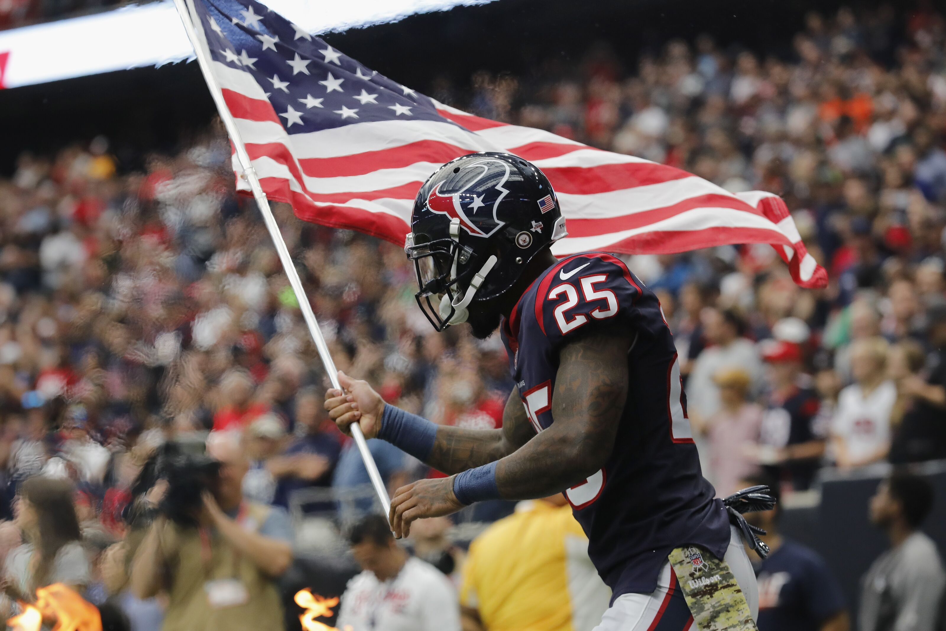 HOUSTON, TX - NOVEMBER 05: Kareem Jackson #25 of the Houston Texans takes the field before the game against the Indianapolis Colts at NRG Stadium on November 5, 2017 in Houston, Texas. (Photo by Tim Warner/Getty Images)