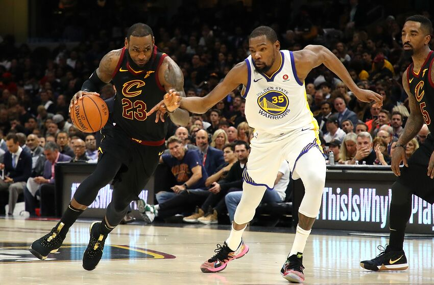 401a1b775f74 NBA Rumors  LeBron James has texted Kevin Durant about teaming up