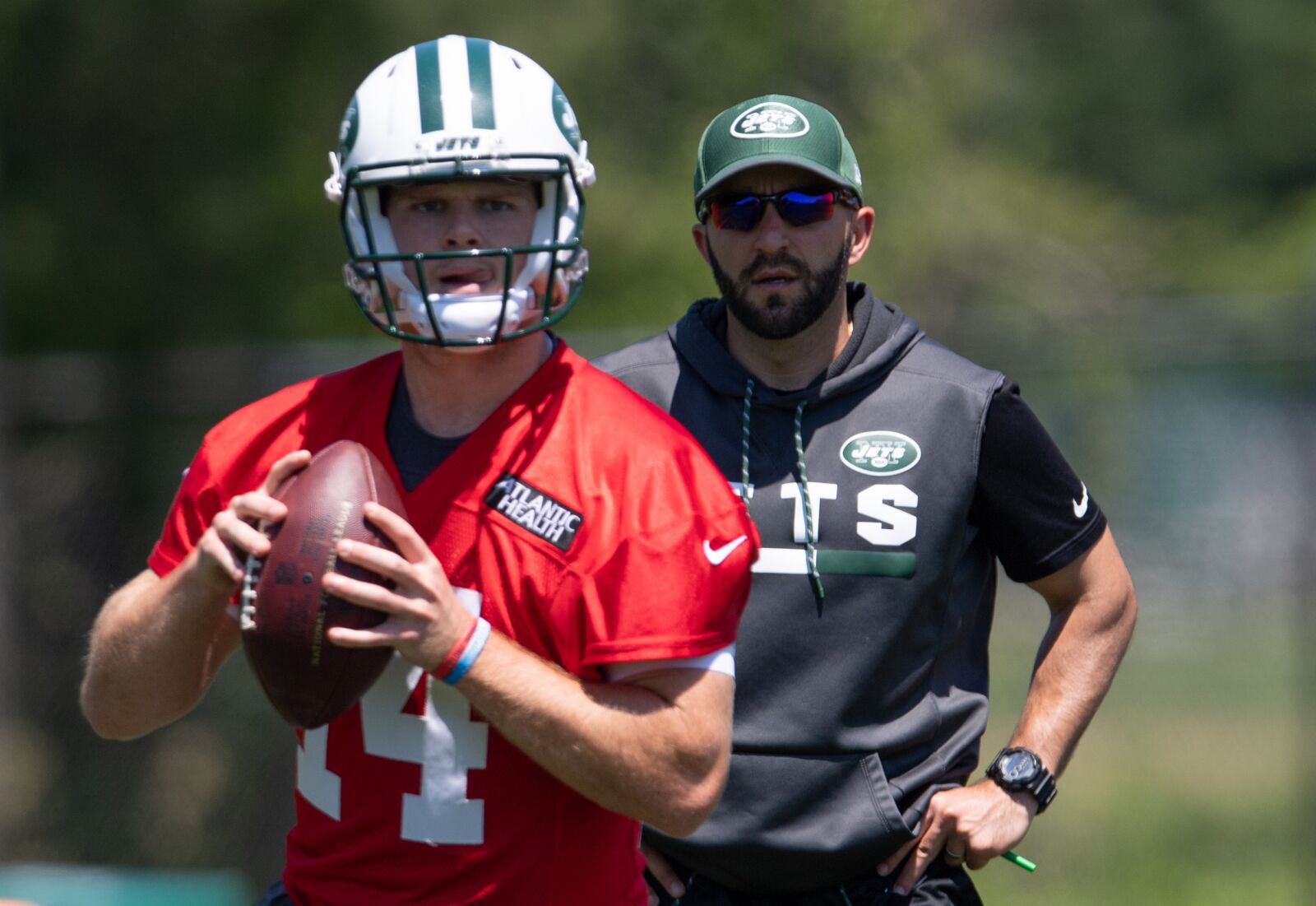 FLORHAM PARK, NJ - JUNE 12: Quarterback Sam Darnold #14 of the New York Jets in passing drills during mandatory mini camp on June 12, 2018 at The Atlantic Health Jets Training Center in Florham Park, New Jersey. (Photo by Mark Brown/Getty Images)