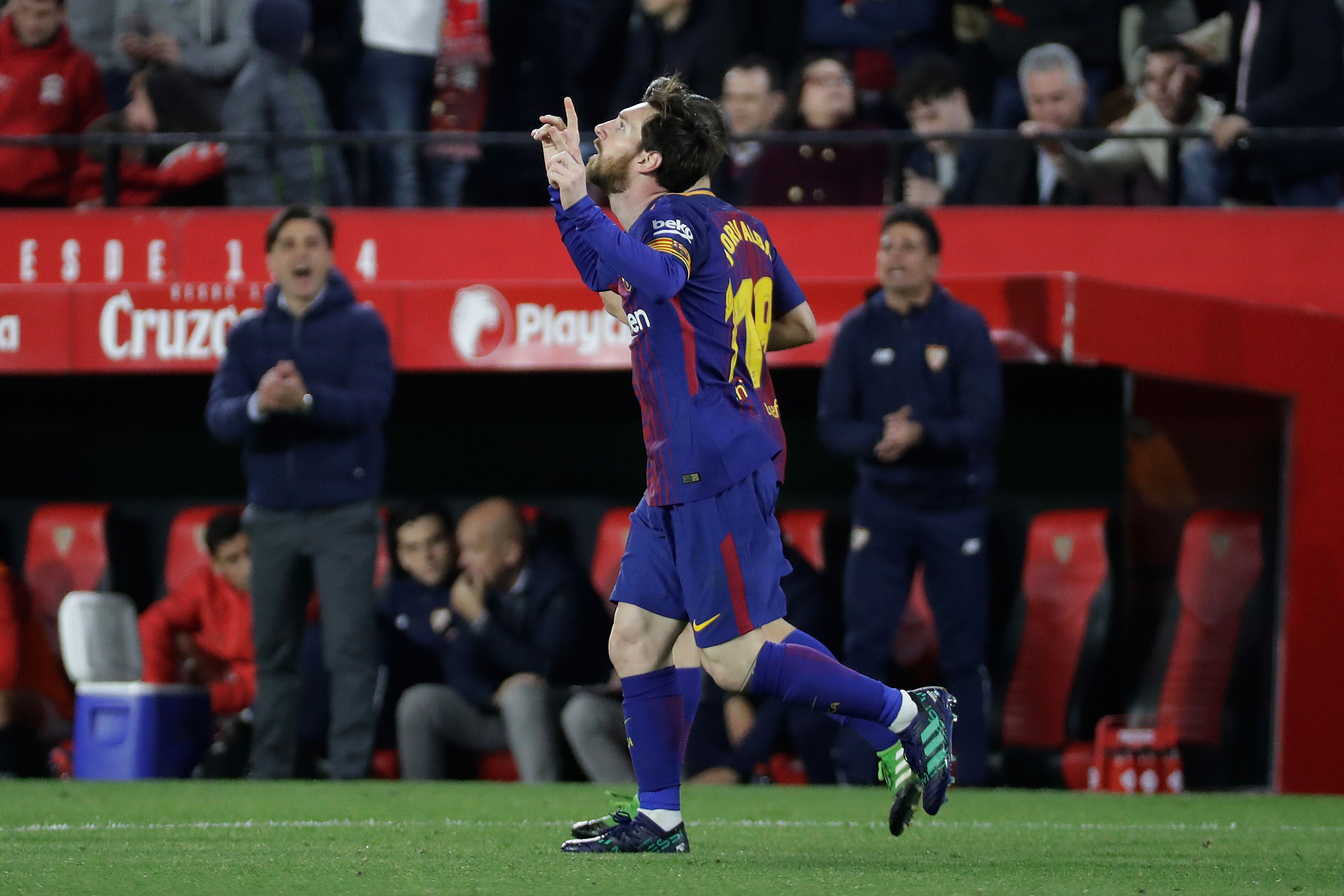 SEVILLA, SPAIN - MARCH 31: Lionel Messi of FC Barcelona celebrates 2-2 during the La Liga Santander match between Sevilla v FC Barcelona at the Estadio Ramon Sanchez Pizjuan on March 31, 2018 in Sevilla Spain (Photo by David S. Bustamante/Soccrates/Getty Images)
