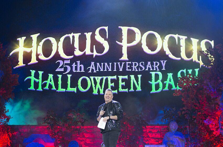 Halloween 25th anniversary dvd â'trick or treatâ' viral campaign.