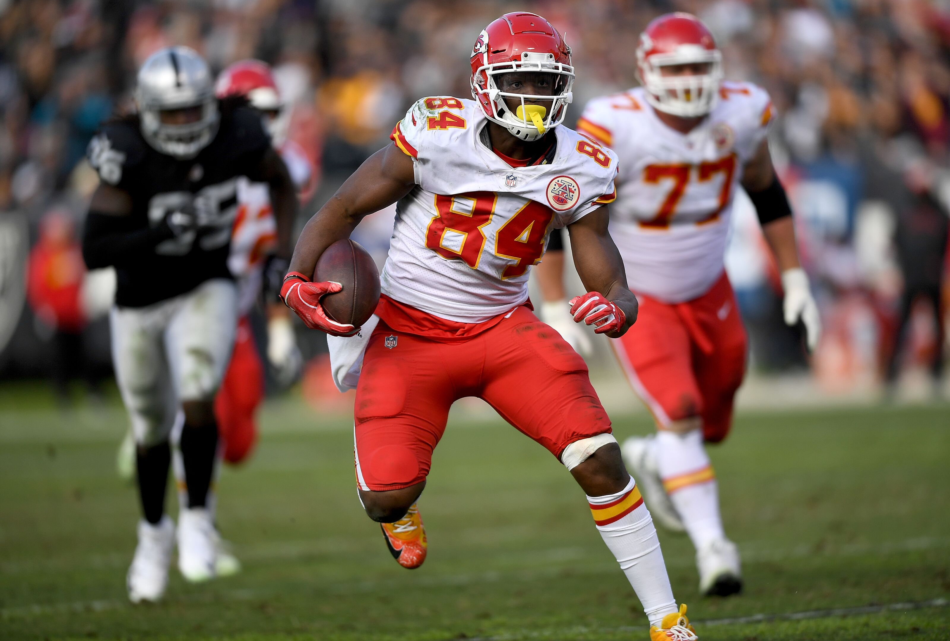OAKLAND, CA - DECEMBER 02: Demetrius Harris #84 of the Kansas City Chiefs runs with the ball after catching a pass against the Oakland Raiders during the second half of an NFL football game at Oakland-Alameda County Coliseum on December 2, 2018 in Oakland, California. (Photo by Thearon W. Henderson/Getty Images)
