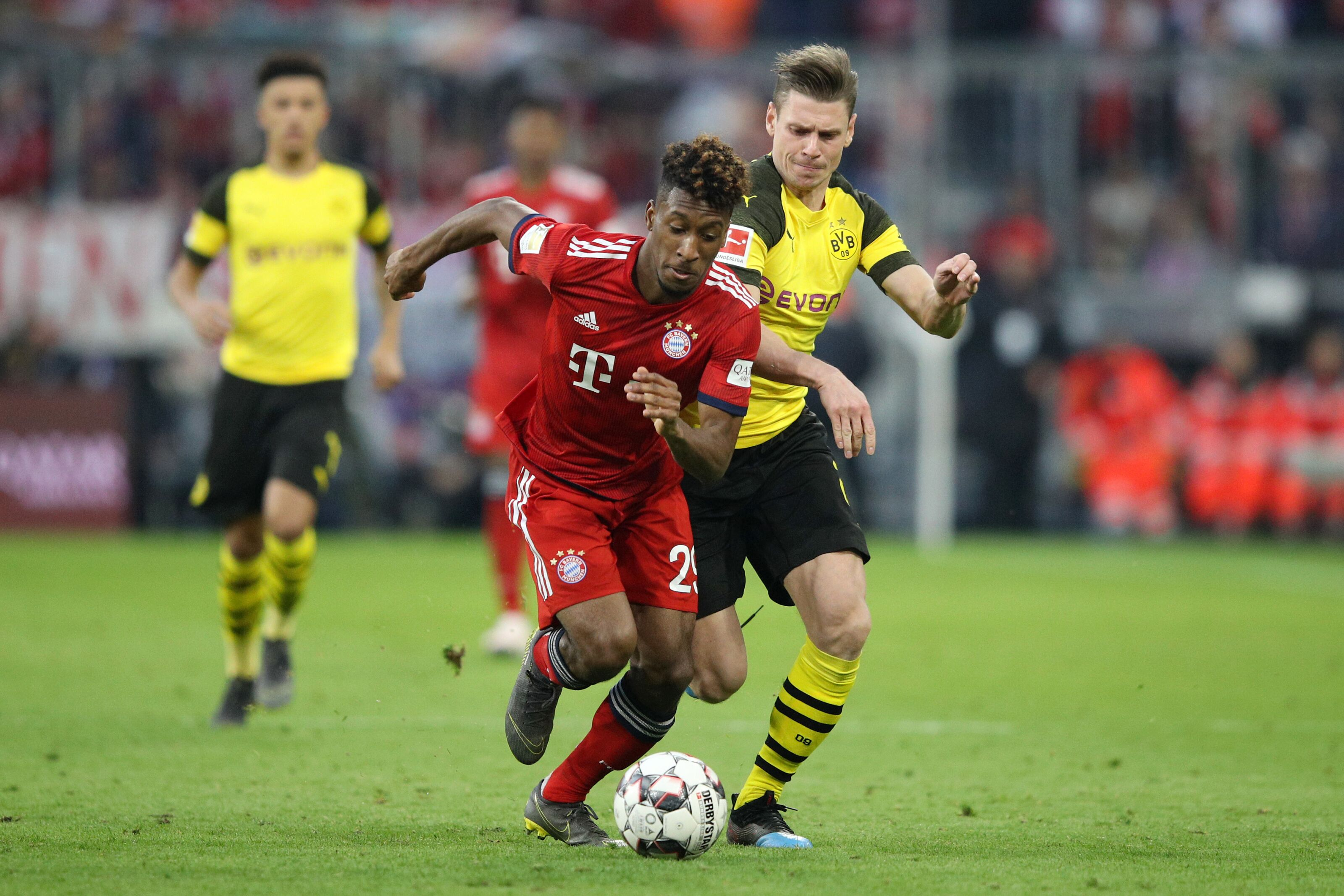 MUNICH, GERMANY - APRIL 06: Kingsley Coman of Bayern Munich is challenged by Lukasz Piszczek of Borussia Dortmund during the Bundesliga match between FC Bayern Muenchen and Borussia Dortmund at Allianz Arena on April 06, 2019 in Munich, Germany. (Photo by Adam Pretty/Bongarts/Getty Images)