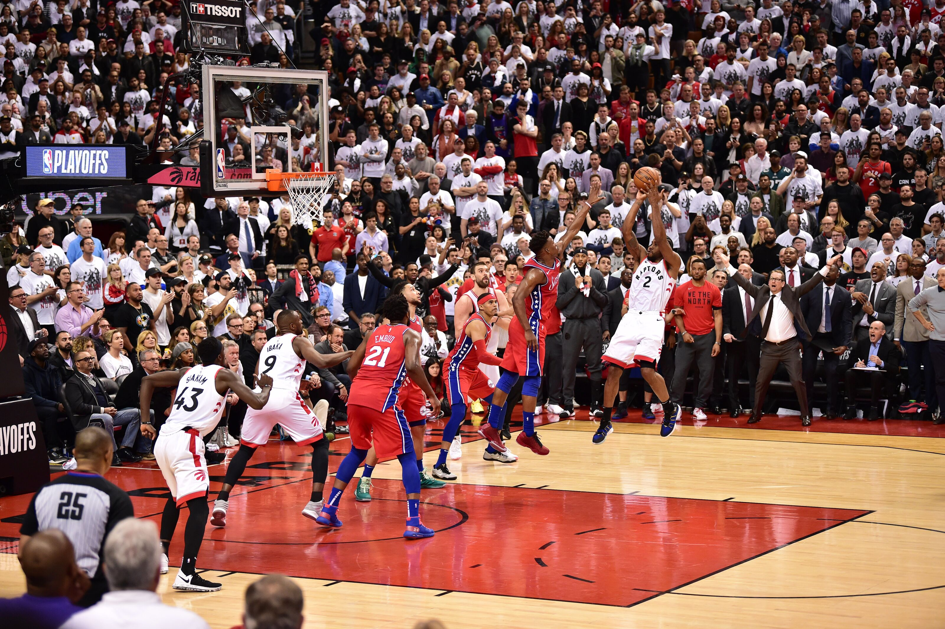 TORONTO, CANADA - MAY 12: Kawhi Leonard #2 of the Toronto Raptors shoots the ball against the Philadelphia 76ers during Game Seven of the Eastern Conference Semi-Finals of the 2019 NBA Playoffs on May 12, 2019 at the Scotiabank Arena in Toronto, Ontario, Canada. NOTE TO USER: User expressly acknowledges and agrees that, by downloading and or using this Photograph, user is consenting to the terms and conditions of the Getty Images License Agreement. Mandatory Copyright Notice: Copyright 2019 NBAE (Photo by David Dow/NBAE via Getty Images)