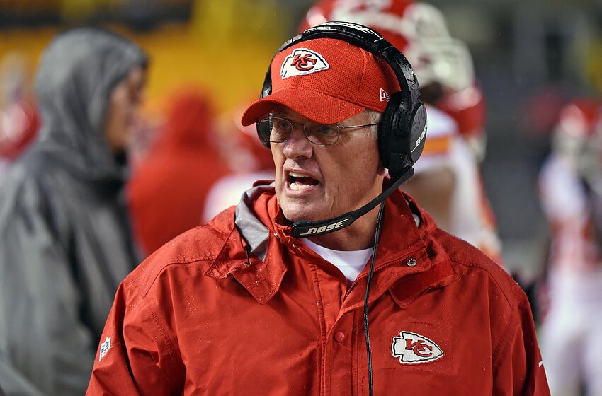 PITTSBURGH, PA - OCTOBER 02: Defensive coordinator Bob Sutton of the Kansas City Chiefs looks on from the sideline during a game against the Pittsburgh Steelers at Heinz Field on October 2, 2016 in Pittsburgh, Pennsylvania. The Steelers defeated the Chiefs 43-14. (Photo by George Gojkovich/Getty Images)