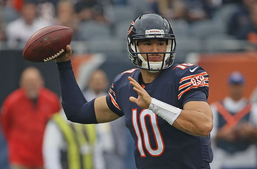 37995bb9 CHICAGO, IL - SEPTEMBER 30: Mitchell Trubisky #10 of the Chicago Bears  passes