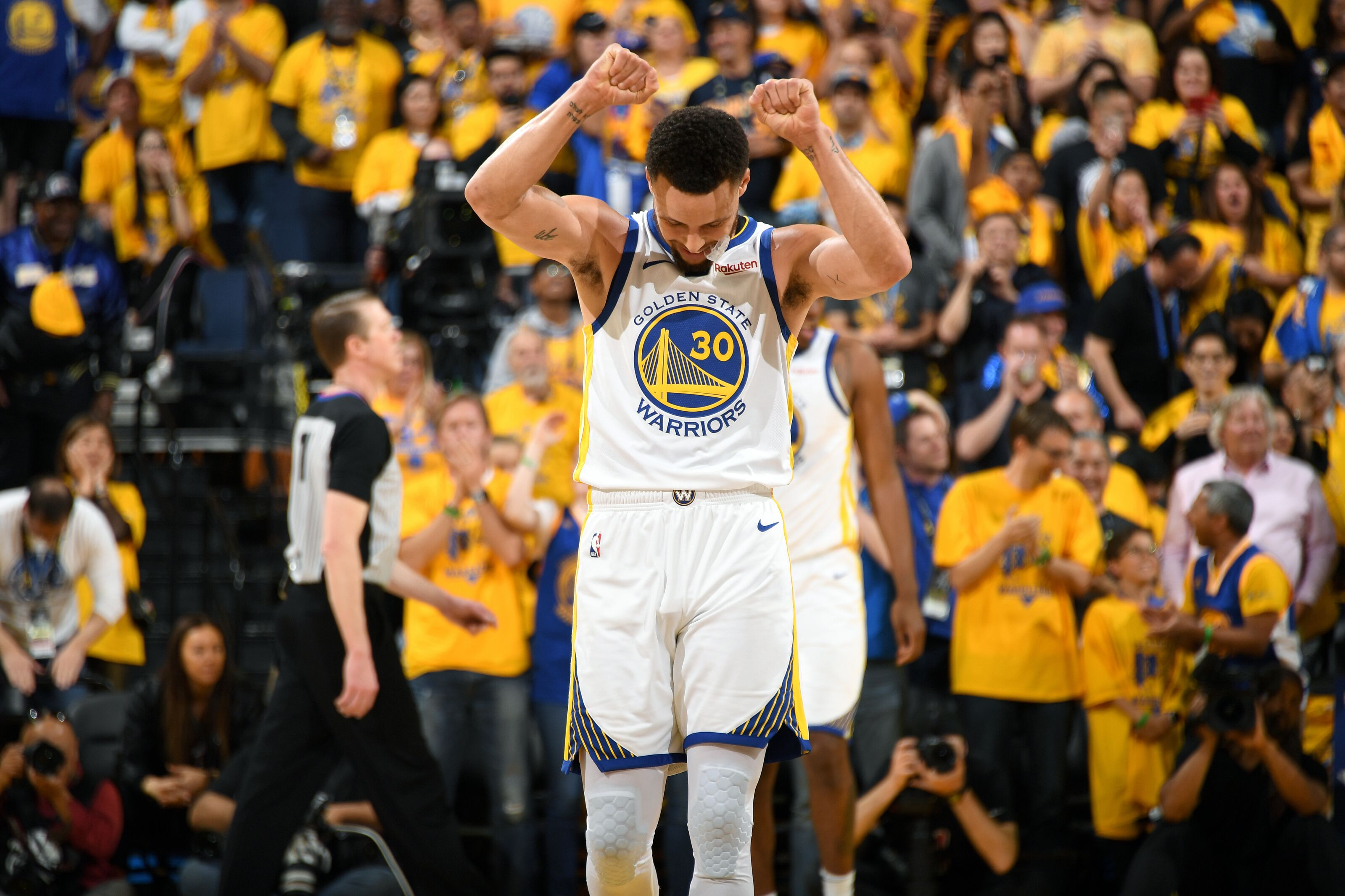 OAKLAND, CA - APRIL 13: Stephen Curry #30 of the Golden State Warriors reacts to a play during Game One of Round One of the 2019 NBA Playoffs against the LA Clippers on April 13, 2019 at ORACLE Arena in Oakland, California. NOTE TO USER: User expressly acknowledges and agrees that, by downloading and/or using this photograph, user is consenting to the terms and conditions of Getty Images License Agreement. Mandatory Copyright Notice: Copyright 2019 NBAE (Photo by Andrew D. Bernstein/NBAE via Getty Images)
