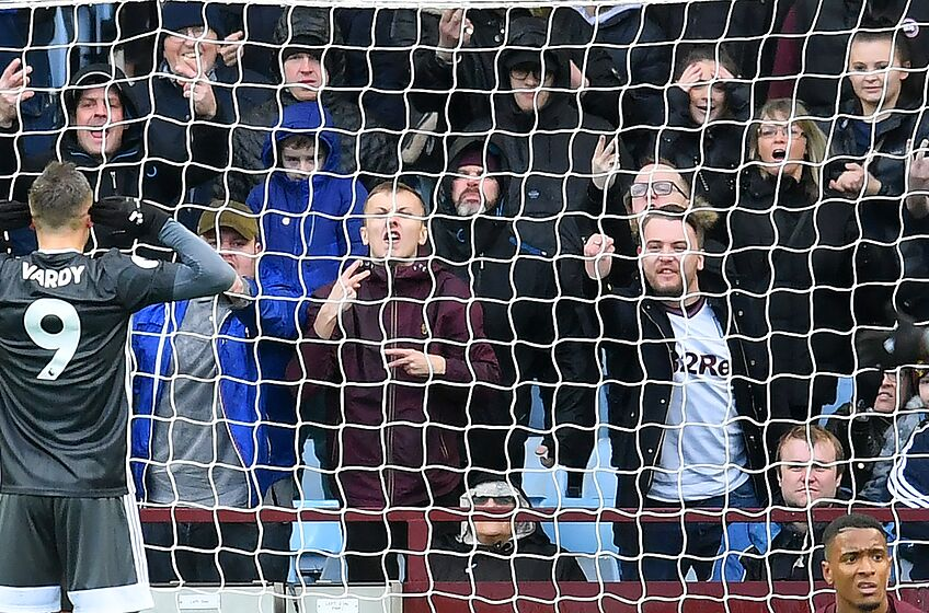 BIRMINGHAM, ENGLAND - DECEMBER 08: Jamie Vardy celebrates his first goal during the Premier League match between Aston Villa and Leicester City at Villa Park on December 08, 2019 in Birmingham, United Kingdom. (Photo by Michael Regan/Getty Images)