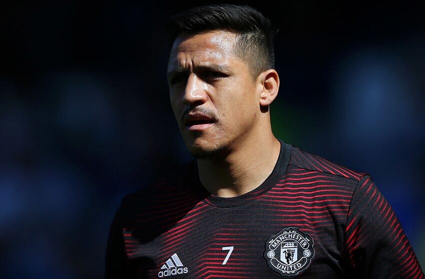 LIVERPOOL, ENGLAND - APRIL 21: Alexis Sanchez of Manchester United warms up prior to the Premier League match between Everton FC and Manchester United at Goodison Park on April 21, 2019 in Liverpool, United Kingdom. (Photo by Alex Livesey/Getty Images)