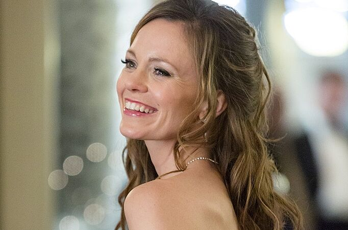 rachel boston stars in the hallmark channel original movie a rose for christmas