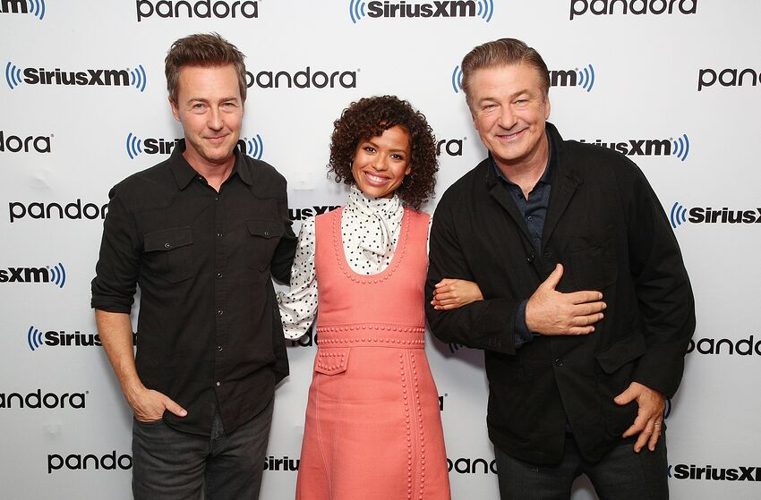 NEW YORK, NEW YORK - OCTOBER 21: (L-R) Actor/Director Edward Norton poses for photos with Gugu Mbatha-Raw and Alec Baldwin during SiriusXM's Town Hall with the cast of